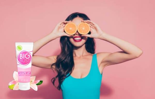 femme avec des oranges