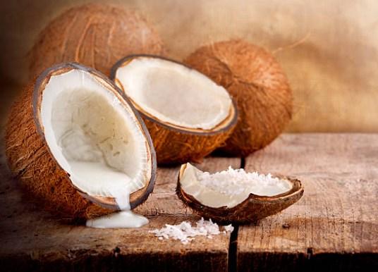 lait de coco et sciure de bois