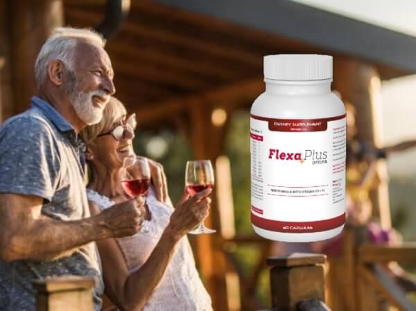 FlexaPlus Optima, un couple de personnes âgées buvant du vin