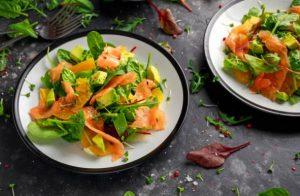 saumon et laitue
