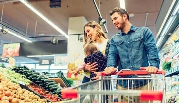 famille dans un supermarché