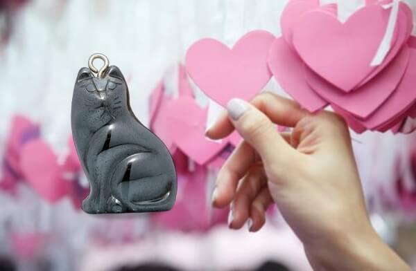 Mascotte de chat porte-bonheur, d'amour