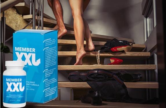 Member XXL, homme et femme, vêtements dans les escaliers