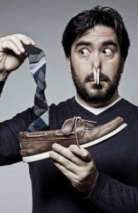 homme, chaussures et chaussettes malodorantes