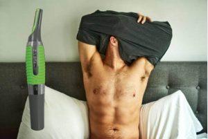 Tondeuse Micro Touch Max, homme au lit avec des cheveux
