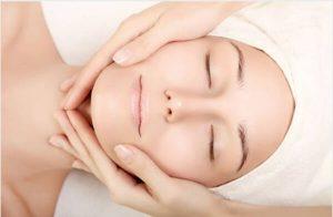 femme, massage du visage