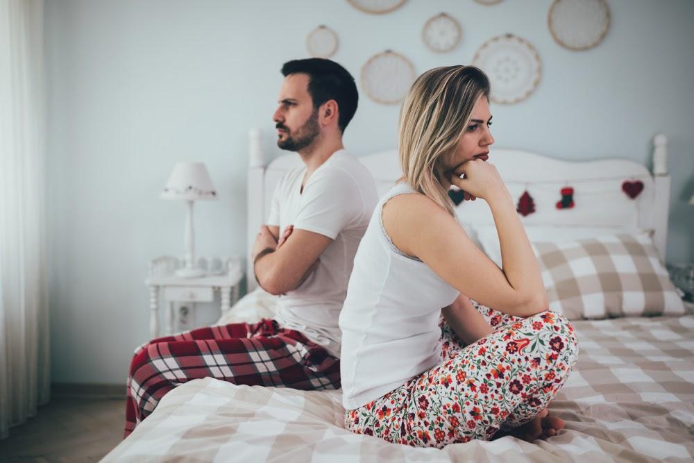 couple avec problèmes de lit