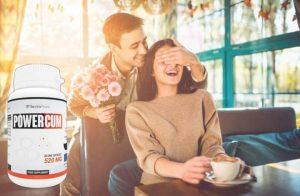 Powercum, une femme dans un café et un homme avec des fleurs