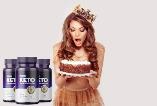 PureFit KETO, femme avec gâteau
