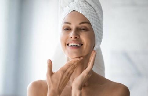 femme, visage, pores dilatés
