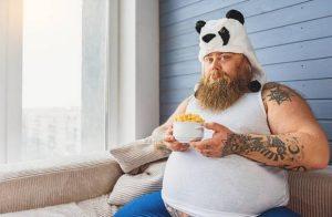 Un homme avec un ventre