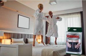 Pack Vendinos, couple adulte sautant sur un lit