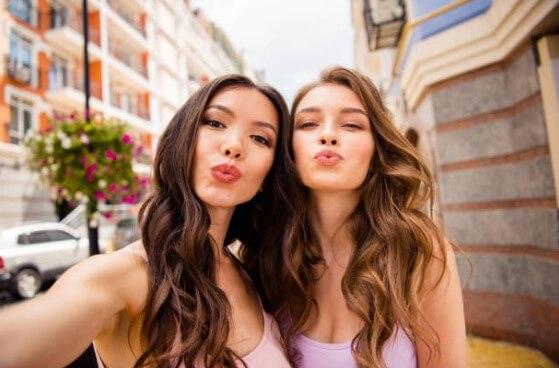 filles, lèvres volumineuses